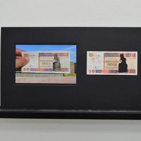 Vista en sala | 50 CUC. Serie Calados capitales en lugares de paso #1. Cuba | 2012-2013 | Fotografia sobre papel moneda y billetes (dinero) | 45 x 25 cm