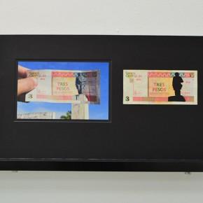 Vista en sala | 3 CUC. Serie Calados capitales en lugares de paso #1. Cuba | 2012-2013 | Fotografia sobre papel moneda y billetes (dinero) | 45 x 25 cm